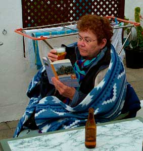 Margareta läser Snöbollar och apelsiner på sin solsemester